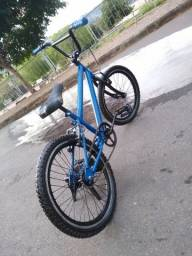 Bicicleta aro 20 bmx semi nova bikr