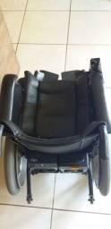 Cadeira de roda fredom elétrica.
