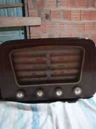 Vendo um rádio semp antiguidade R$700