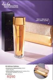 Perfume acompanha bolsa