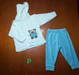 Conjunto em Plush Casaco com capuz + calça