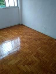 Ótimo apartamento em Correas!