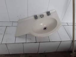 Pia pequena pra banheiro