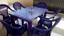 Vendo mesa com 6 cadeiras. interessados chamar no WhatsApp (17)997767520