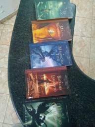 Vende se essa coleção de livros saga Percy Jackson por 50 todos .