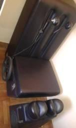 Cadeira de massagem e aparelho de massagem para as pernas