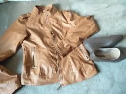 Vendo um casaco semi novo e a sapatilha picadilly. a negociar 041 999162962