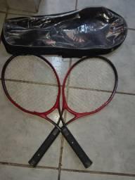 2 raquete de tênis vermelha e preta