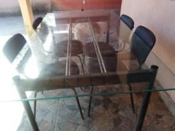 Vendo mesa de vidro com 5 cadeiras