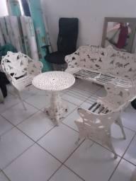 Comguto de cadeiras em ferro