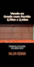 Vende-se grade com portão 3,70m x 2,40m