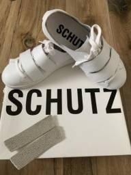 Tênis em couro Schutz 34!