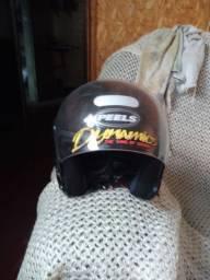 Vendo capacete está zero .