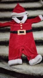 Macacao papai Noel usada 1 vez importada carts  de 6 a 9 meses