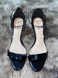 Sandália de salto novíssima na cor preta