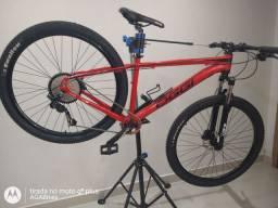 Vendo bike aro 29 Personalizada OGGI, tamanho 17, kit Sensah CRX 11 velocidades