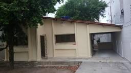 Casa p/ alugar no Bairro dos Bancários c/ excelente localização, prox. as 3 ruas