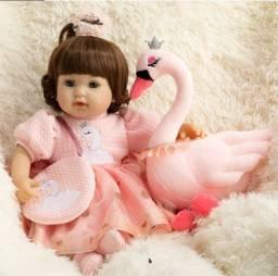 Bebê Reborn de Luxo com Cisne de Pelúcia