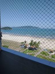 Lindo kitnet reformado, semi mobiliado, em frente a praia, direto com o proprietário