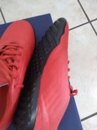 Chuteira society AdidasPredator número 37