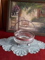 Cesta em vidro com base e borda prateada 16cm