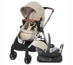 Carrinho de bebê Ana Max Cosi com bebê conforto