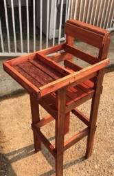 Cadeira infantil para refeição de madeira semi nova