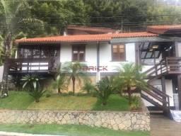 Casa em condomínio no Vale dos Pinheiros.