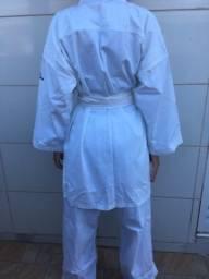 Kimono Domyos e Faixas Azul e Vermelha