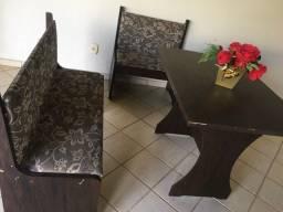 Conjunto mesa e bancos