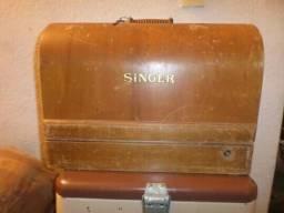 Máquina de costura singer com caixa original