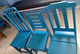Cadeira de madeira de lei