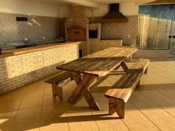 Mesa de madeira com 2 bancos para até 12 Pessoas