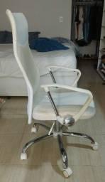 Título do anúncio: Cadeira de escritório (home office) branca seminova