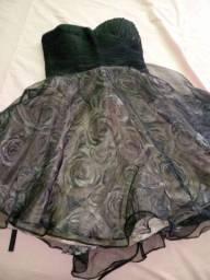 Vendo dois vestidos de festa esacolas de roupas e sapatos