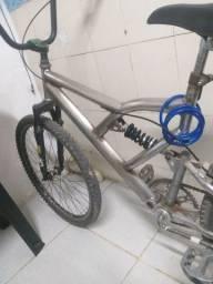 Bicicleta aro 26 suspensão dupla// tem conversa no valor