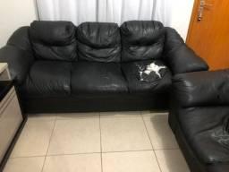 Vendo sofá de couro simbal