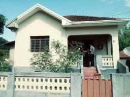 Vende-se Casa no Centro de Delfim Moreira- Sul de Minas Gerais