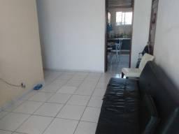 Vende-se excelente apartamento no bairro de Fátima em Fortaleza/CE