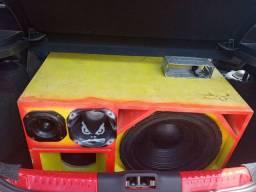 Vendo som de ótima qualidade tocando muito vai com todos os componentes