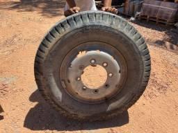 Pneus e Roda de ferro Ford Cargo 8 furos