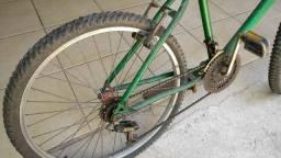 Bicicleta aro 26 com marcha.    250,00