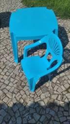 Cadeira e mesa infantil