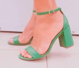 Sapatos femininos novos