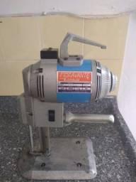 Máquina para confecção no corte de tecidos semi nova 1200 valor negociável