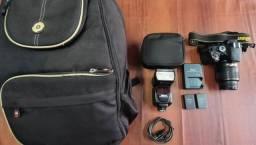 Vendo kit câmera NIKON D5100 com 3 baterias e carregador, flash mais mochila,