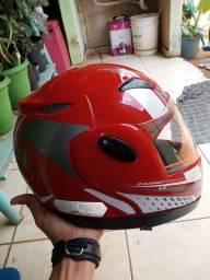 Vendo capacete em otimo status
