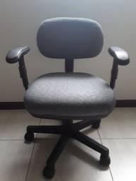 Cadeira secretária Executiva, na cor cinza, usada