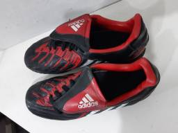 Chuteira  Adidas.