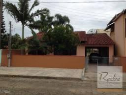 Casa com grande terreno no Centro, Piçarras.